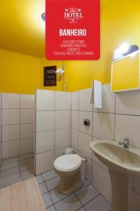A bathroom at Cheri Ami Hotel