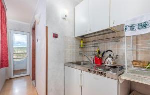 Cucina o angolo cottura di Apartments and Rooms Laura