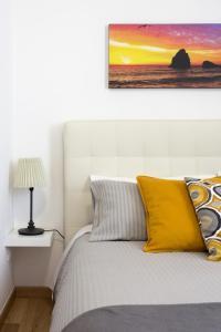 Un pat sau paturi într-o cameră la Centre Apartment Grotte Bianche