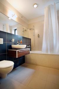 A bathroom at Hotel BELASSI