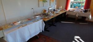 Ein Restaurant oder anderes Speiselokal in der Unterkunft Hotel Stalden