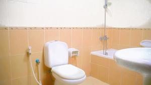 A bathroom at Al Kawther Tower
