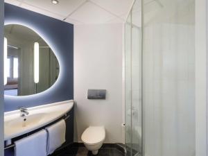 A bathroom at Ibis Budget Málaga Aeropuerto Avenida de Velazquez