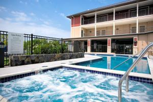 The swimming pool at or near Holiday Inn Express & Suites Kailua-Kona, an IHG Hotel