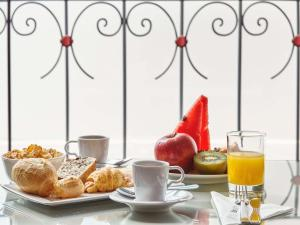 Breakfast options available to guests at ibis Taubate