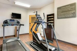 The fitness center and/or fitness facilities at Comfort Suites Batesville