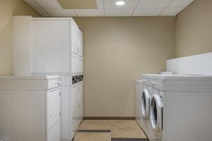 A kitchen or kitchenette at Candlewood Suites Bloomington, an IHG Hotel