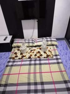 A bed or beds in a room at Vanz homestay