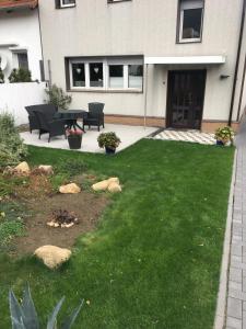 Ein Garten an der Unterkunft Ferienhaus Bülow