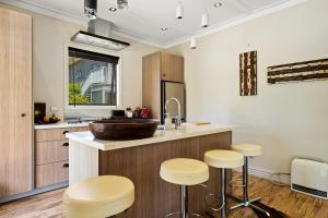 A kitchen or kitchenette at Rockwood - Wanaka Holiday Home
