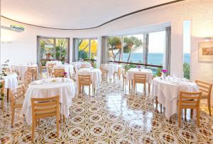 A restaurant or other place to eat at Hotel San Giorgio Terme