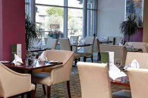 A restaurant or other place to eat at Sure Hotel by Best Western Aberdeen