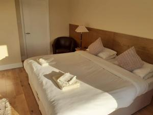A bed or beds in a room at The Bear Inn and Burwash Motel
