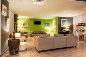 Een zitgedeelte bij Quality Hotel du Golf Montpellier Juvignac