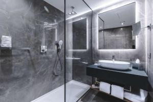 Un baño de Radisson Blu Hotel, Madrid Prado