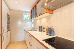 A kitchen or kitchenette at Lotus