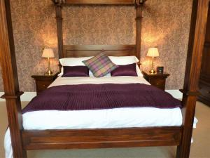 A bed or beds in a room at Victoria Square & The Orangery