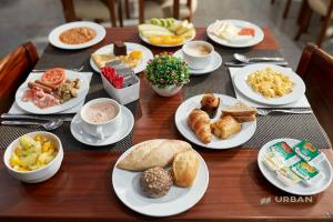 Breakfast options available to guests at Urban Hotel Amadeos
