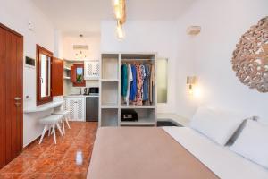 Area soggiorno di Nectarios Villa - Studios & Suites Adults Only