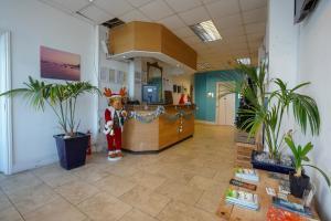 The lobby or reception area at OYO Shanklin Beach Hotel
