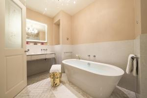 A bathroom at Hotel Sans Souci Wien