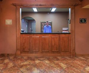 The lobby or reception area at Candlewood Suites St. Robert, an IHG Hotel