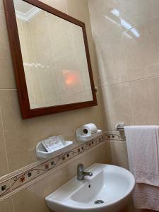 A bathroom at Hostal El Emigrante