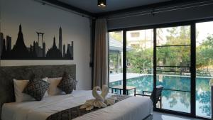 A bed or beds in a room at Midtown Sukhothai