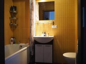 A bathroom at Szybowników 1