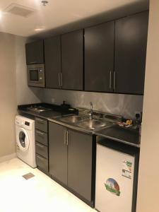 A cozinha ou cozinha compacta de Durrat Arak furnished apartments