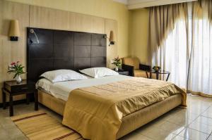 Een bed of bedden in een kamer bij Hotel Aziza Thalasso Golf Adult Only