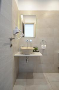 A bathroom at Saint George Hotel