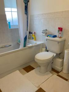 A bathroom at Calm Bystream rooms