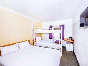 Двухъярусная кровать или двухъярусные кровати в номере ibis Budget - Dubbo