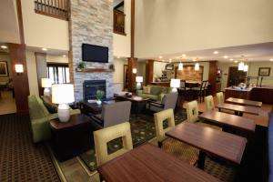 A restaurant or other place to eat at Staybridge Suites - Pittsburgh-Cranberry Township, an IHG Hotel