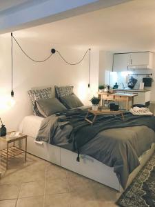 Ένα ή περισσότερα κρεβάτια σε δωμάτιο στο Loui Navarinou Comfy
