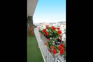 """A balcony or terrace at Le Grand Joliette Marseille """"experience-immo"""""""