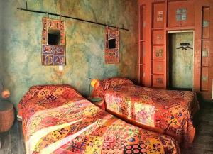 A bed or beds in a room at Hostal Artistic B&B