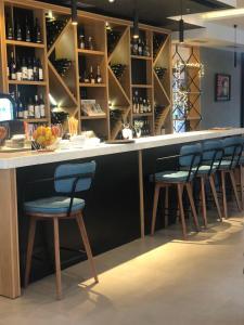 The lounge or bar area at Hotel Magnolia