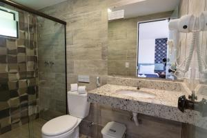 A bathroom at Hotel Barra da Lagoa