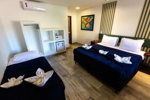 A bed or beds in a room at Hotel Barra da Lagoa