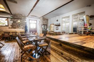 A restaurant or other place to eat at Statek Luníkov