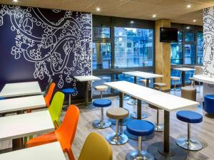 A restaurant or other place to eat at Ibis Budget Marseille Timone