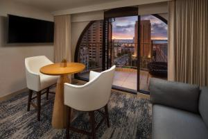 A seating area at The Westin San Diego Gaslamp Quarter