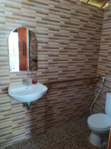 A bathroom at Full Moon hostel