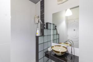 A bathroom at Baansuanprannok Hotel