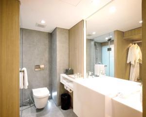 A bathroom at Ad Lib