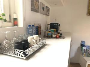A kitchen or kitchenette at Place To Be