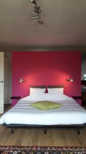 A bed or beds in a room at B&B Villa D'Hondt