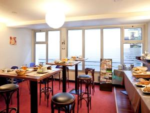 A restaurant or other place to eat at Aparthotel Adagio Access Lille Vauban